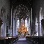 Blickachse in der Kilianskirche von West nach Ost auf den Hochaltar (Quelle: Joachim Köhler, http://goo.gl/lU8Fu)